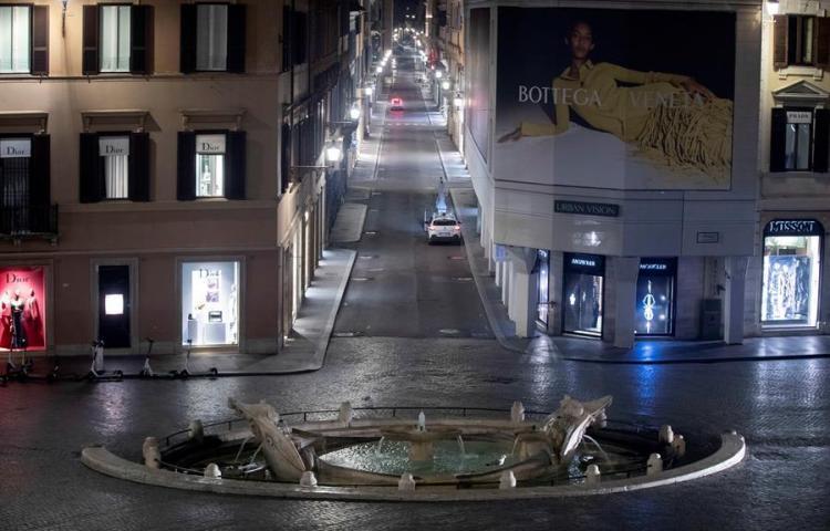 Italia cierra cines y teatros y los bares y restaurantes a las 18.00 horas