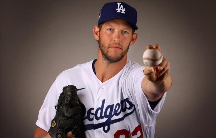 Kershaw pone a los Dodgers a una victoria de coronarse campeones