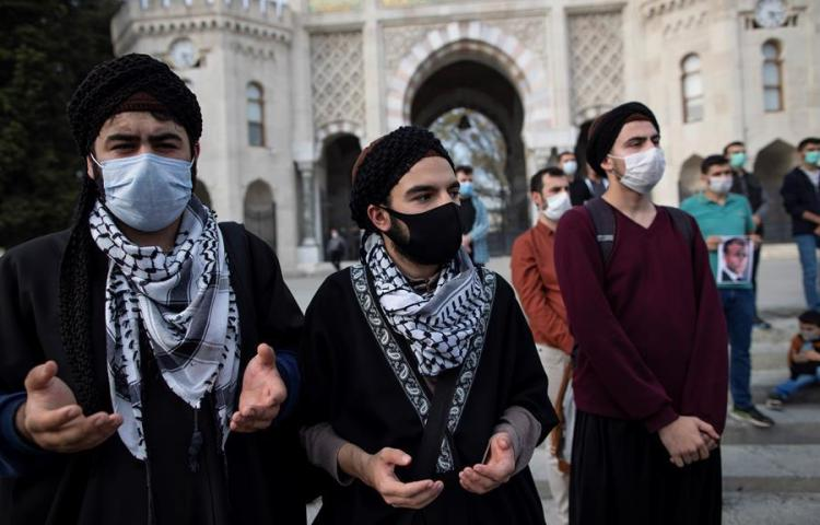 "Manifestantes turcos llaman a Macron ""terrorista"" y ""racista"""