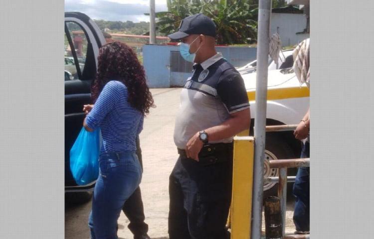 Agente de la aeronaval y su esposa quedan detenidos