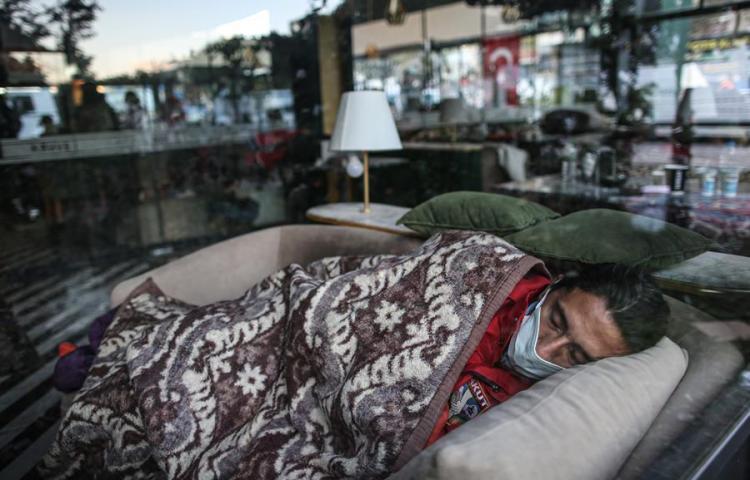 Suben a 62 las víctimas mortales en Turquía causadas por el terremoto