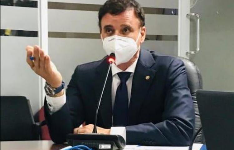 Contralor Gerardo Solís da positivo al covid-19