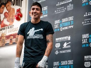 El mexicano Leo Santa Cruz contempla su retirada del boxeo profesional
