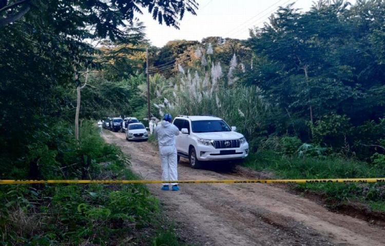 Encuentran cadáver enterrado en casa vacía