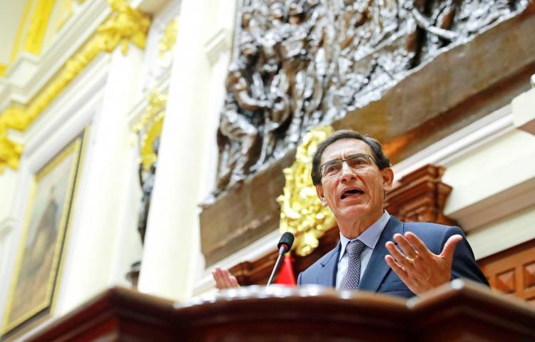 Congreso de Perú declara 'incapaz moral' al presidente Martín Vizcarra