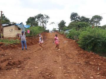 Miviot sigue con la legalización de invasiones de tierras