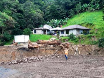 Hay cierre indefinido de vía alterna en Hornito por nuevos deslizamientos