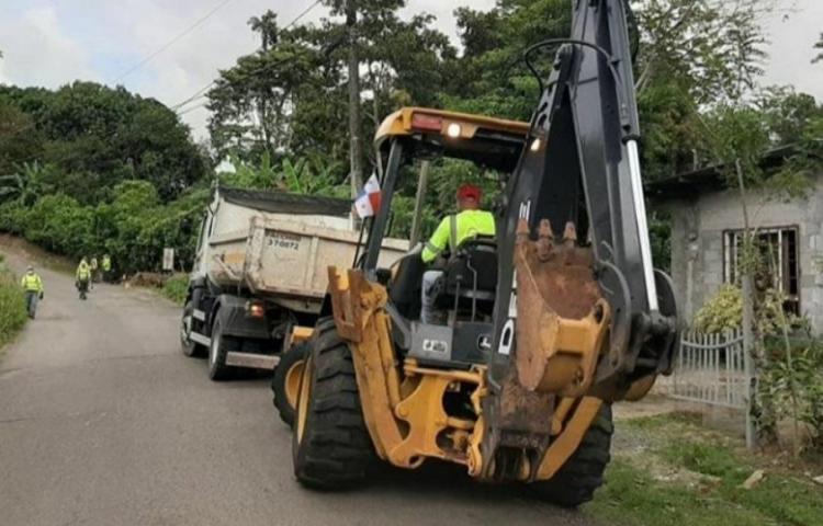 Realizan reparación de calles en Arraiján