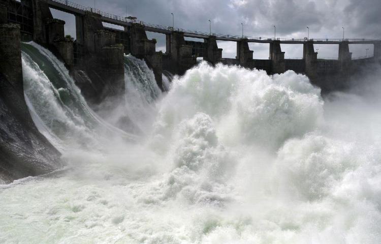 Honduras descarga represa ante ingreso de tormenta Lota
