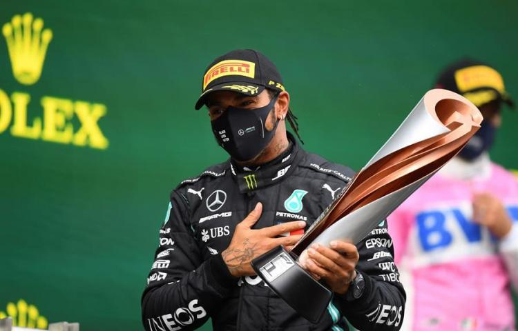 Hamilton iguala al 'Kaiser' con exhibición en Turquía