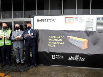 Brasil recibe el primer lote de la vacuna china contra la covid-19