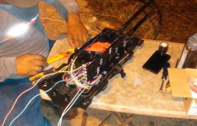 Técnicos trabajan para restablecer el servicio de internet afectado por vandalismo