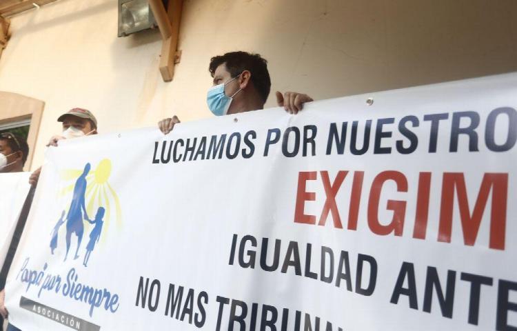Padres piden justicia para poder ver más a sus hijos