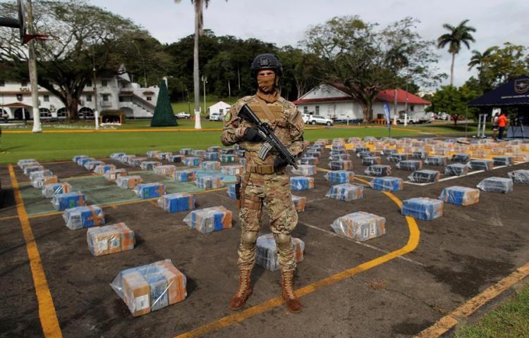Autoridades decomisan más de 5,5 toneladas de drogas y detienen a 13 extranjeros