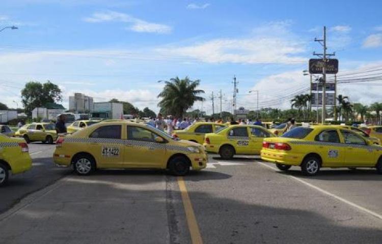 ATTT extiende circulación de taxis por número de placa hasta el 15 de enero de 2021