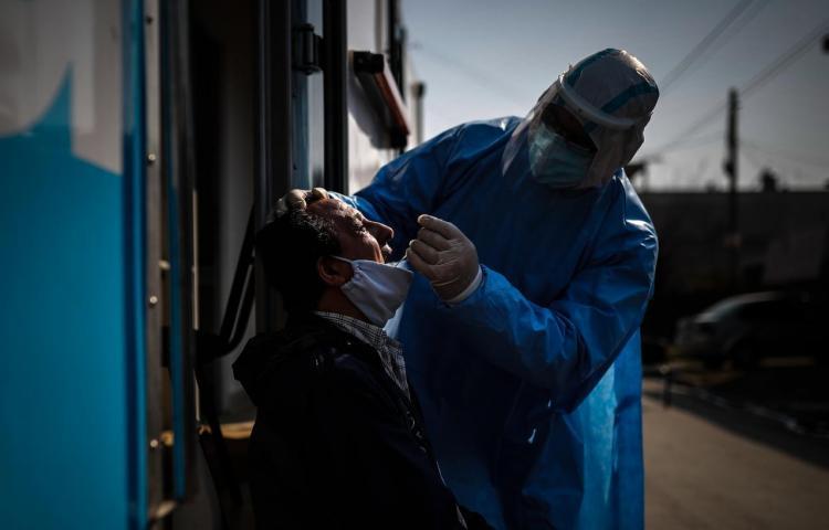 Argentina prevé vacunar en diciembre a 300,000 personas contra la covid-19