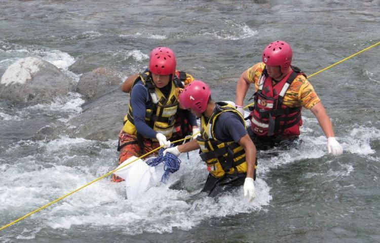 Se cayó de un puente y se ahogó en Tierras Altas