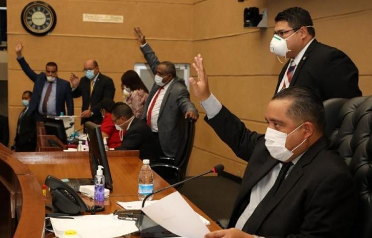 Diputados no figuran en grupos prioritarios para la vacuna COVID-19