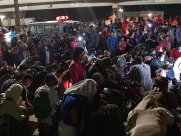 Una caravana de hondureños sale hacia EEUU tras el paso de Eta e Iota