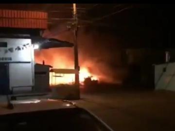 Taller de tapicería se incendia en Torrijos Carter