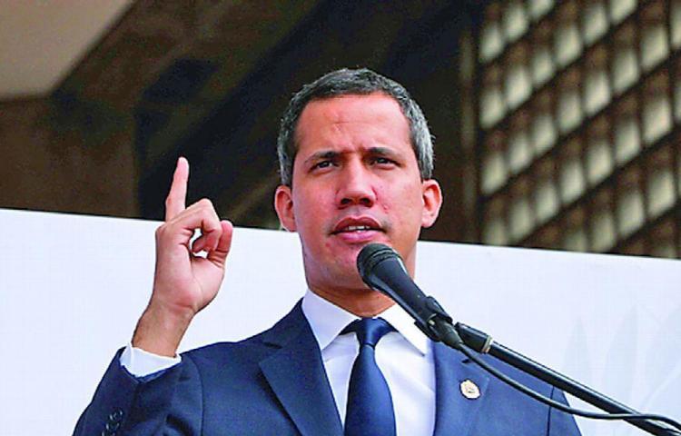 Guaidó celebra la participación en su consulta, pese a la baja asistencia