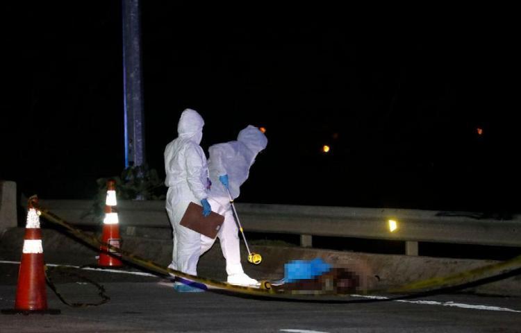 Intentó cruzar puente en el Corredor Sur y lo atropellaron