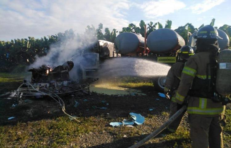 Helicóptero de fumigación se estrella en finca bananera
