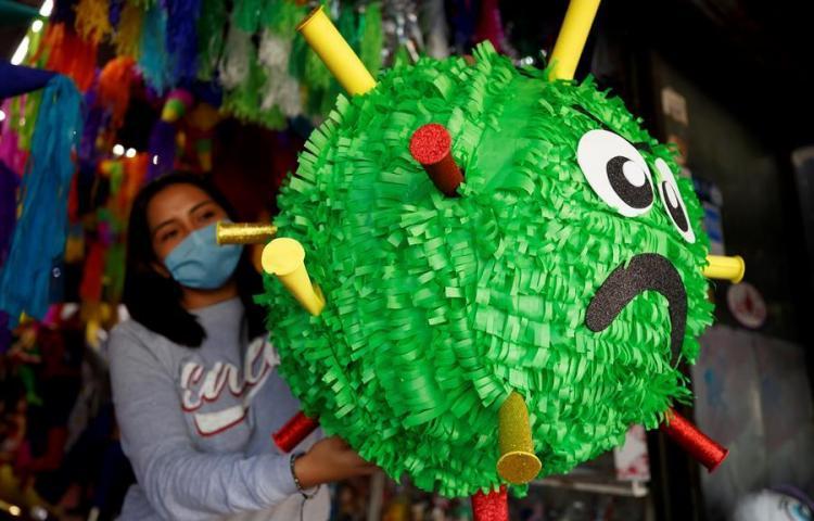 Una piñata del coronavirus para desahogarse del 2020