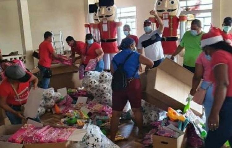 Llevan la Navidad a los más pequeños de Las Lajas