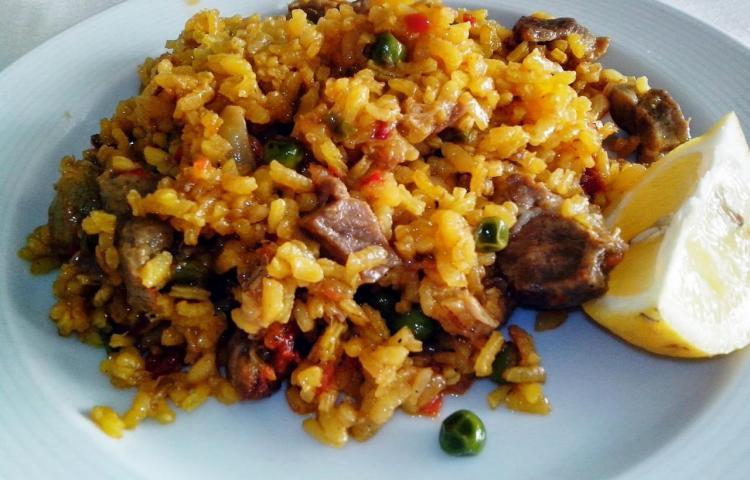 Así puedes preparar un arroz con cabeza puerco, a falta de jamón ahumado