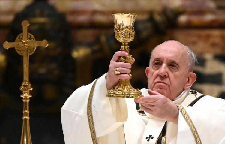 El papa pide en su mensaje de Navidad que todos tengan acceso a la vacuna