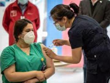 Chile vacunó a 5.000 sanitarios con pandemia