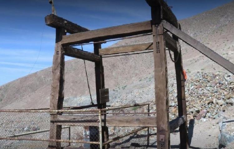 Derrumbe minero deja a dos trabajadores atrapados en el norte de Chile