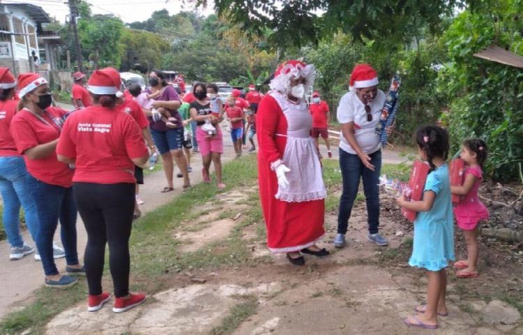 Realizan entrega de obsequios a los niños de Loma Bonita