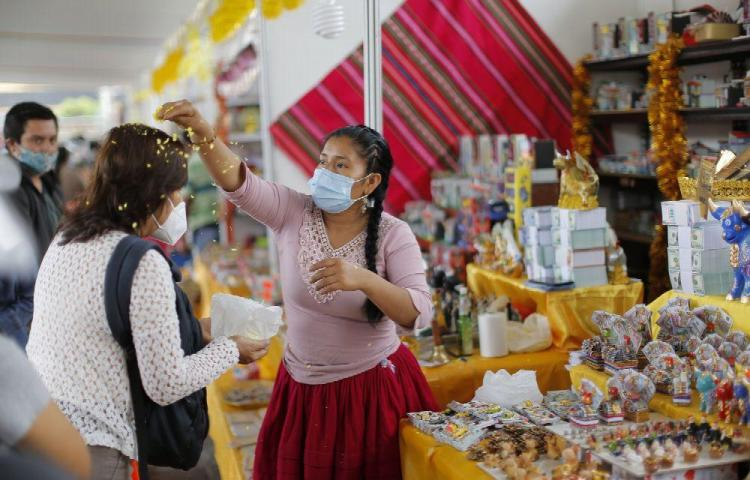 Baño ancestral para 'limpiarse' del pandémico 2020