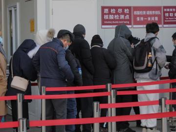 Una ciudad china analiza a 11 millones de habitantes tras detectar 100 positivos