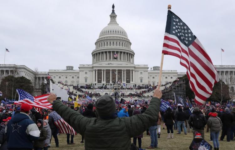 """Biden: """"Nuestra democracia está bajo un ataque sin precedentes"""""""