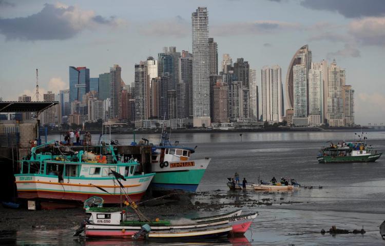 """Empleo y producción con """"dificultades"""" en Panamá pese al crecimiento en 2021"""
