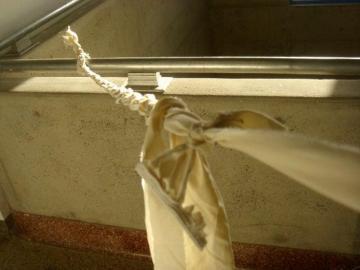 Se ahorcó utilizando una sábana en su residencia