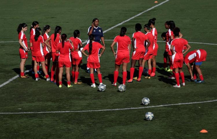 El mexicano Quintana se compromete a llevar a Panamá a Mundial femenino