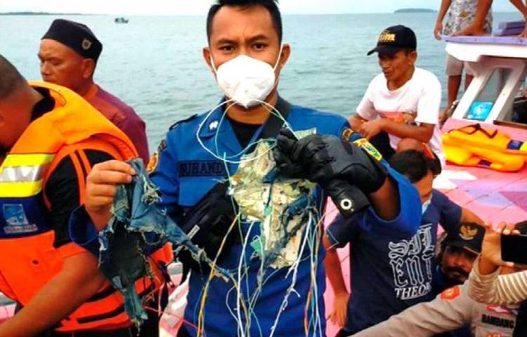 Luto y dolor por tragedia aérea, buscan 62 cuerpos