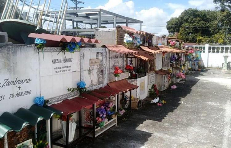 Exoneran pago de impuesto en el cementerio