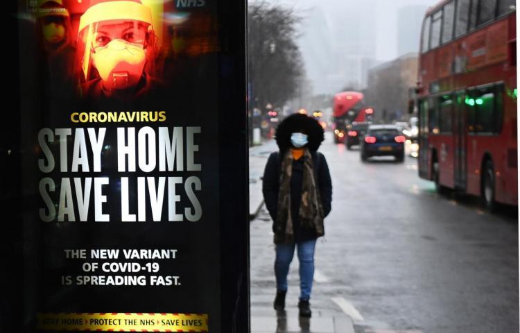 La cepa británica de covid ha sido detectada en 25 países europeos, dice la OMS