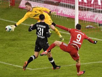 Lewandowski y Müller dan difícil triunfo al Bayern ante el Friburgo
