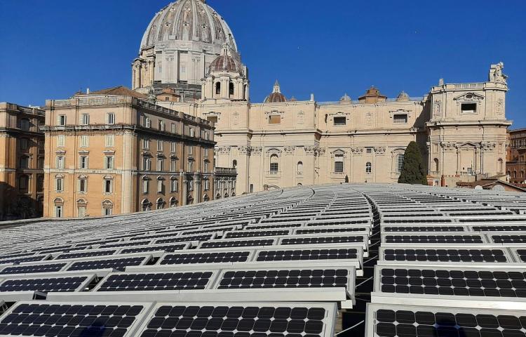 Vaticano renuncia a extradición de italiana que recibió fondos de un cardenal