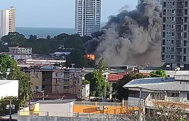 Se incendió taller en Parque Lefevre
