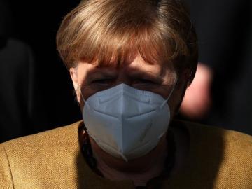 Merkel deja abierta la posibilidad de un control de fronteras por la pandemia