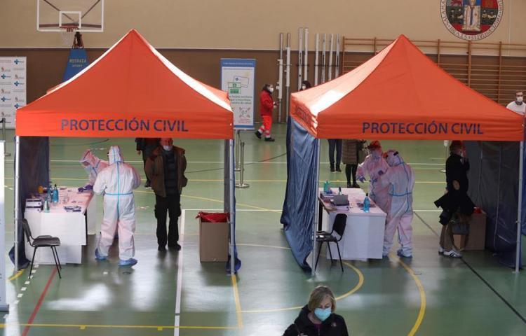 Casos globales de COVID llegan a 95,3 millones, con 2,05 millones de muertes
