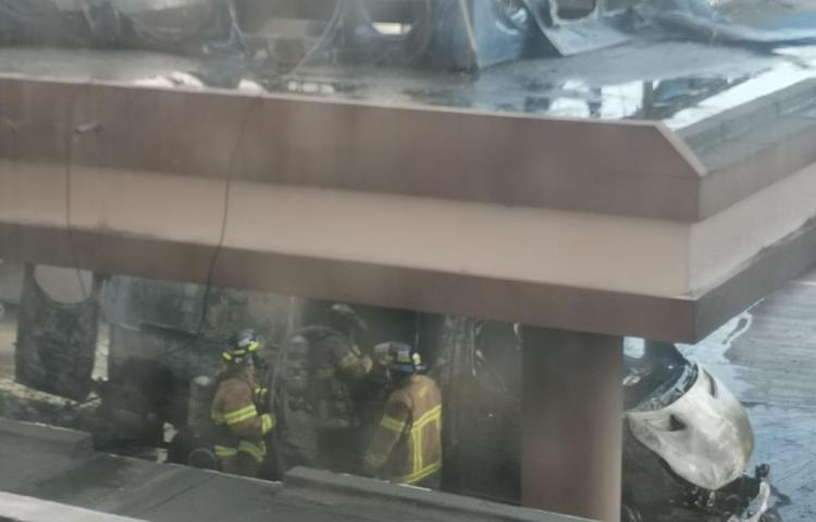 Se incendia ambulanciaen el hospital de la 24 de Diciembre