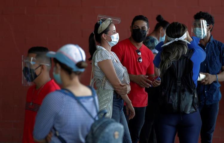 """Nicaragüenses varados en Panamá, """"desesperados"""" y sin fecha para retornar"""